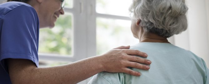 Quando começar um curso para cuidador de idosos? Descubra aqui!