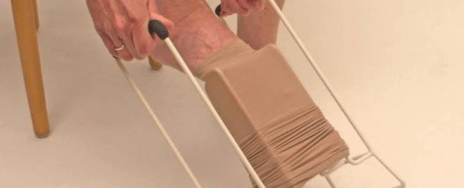 Calçador de meia de compressão: o que é e como funciona   calcador-de-meia-de-compressao