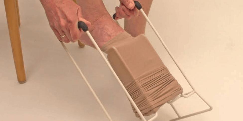 Calçador de meia de compressão: o que é e como funciona | calcador-de-meia-de-compressao