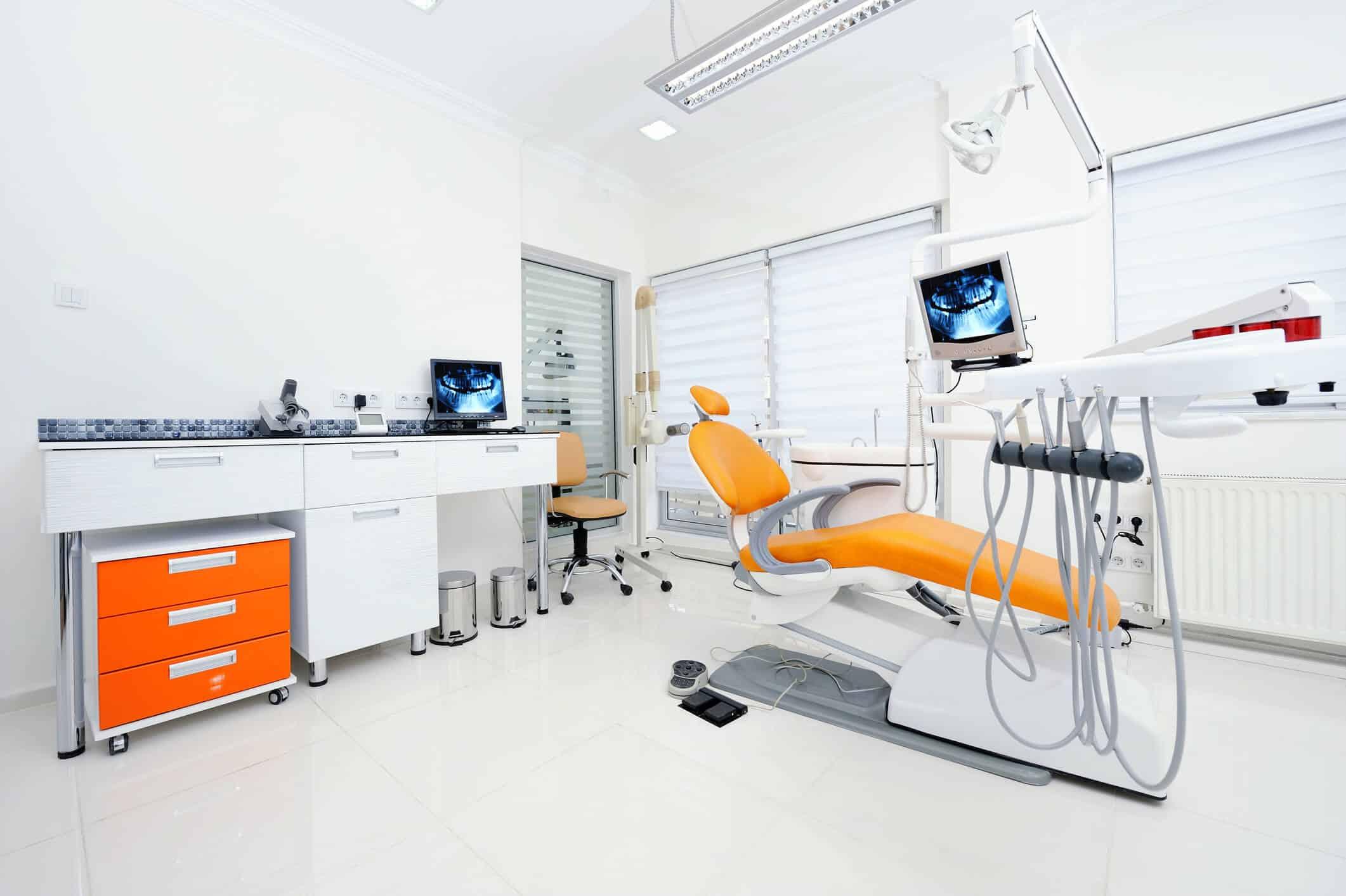 Foto de um consultório odontológico | aparelhos para dentistas