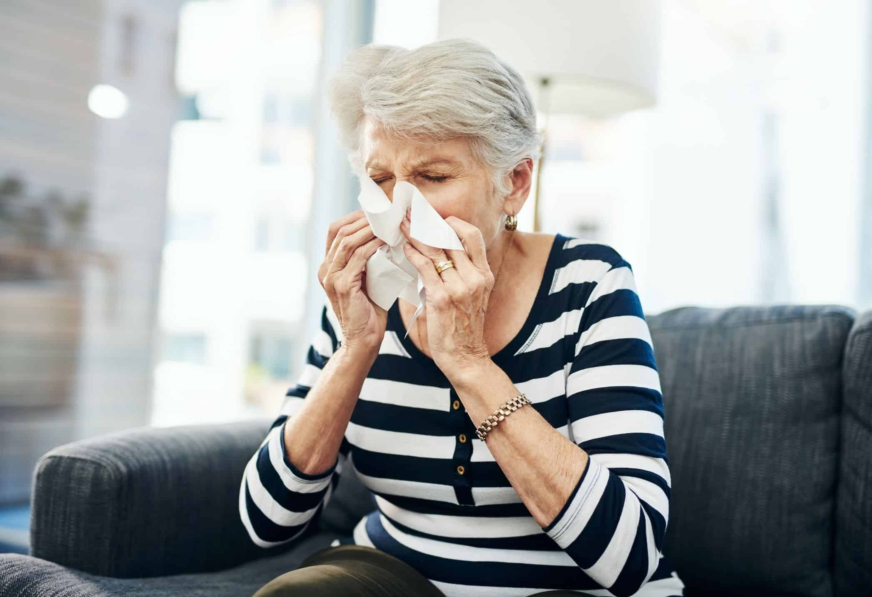 Pneumonia em idosos: sintomas, agravantes e cuidados