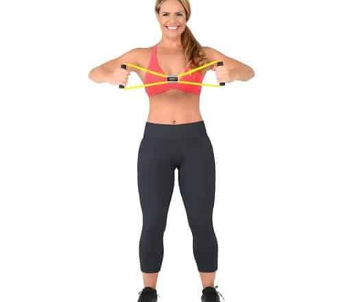 mulher fazendo exercício para o braço com elástico extensor