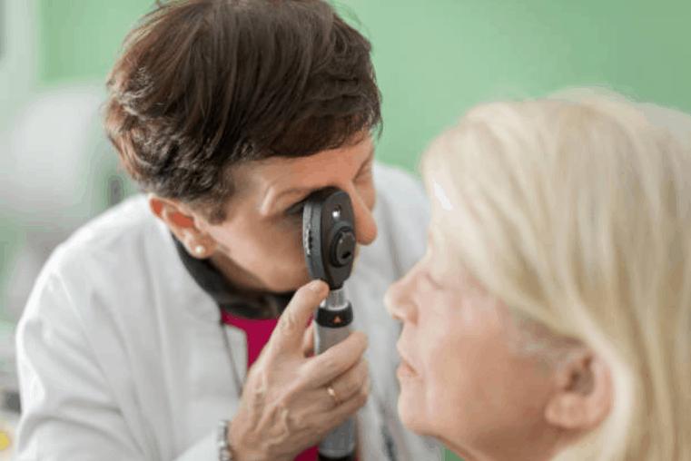 exame de fundo de olho | oftalmoscopio