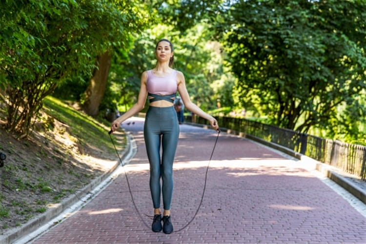 postura correta para pular corda