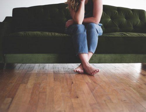 O que é e quais são os sintomas da Síndrome das Pernas Inquietas?