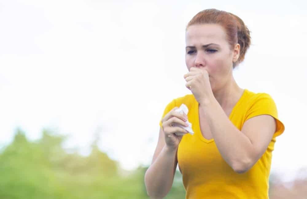 bronquite | mulher tossindo