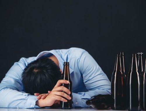 Dicas de como você pode ajudar um alcoólatra depressivo