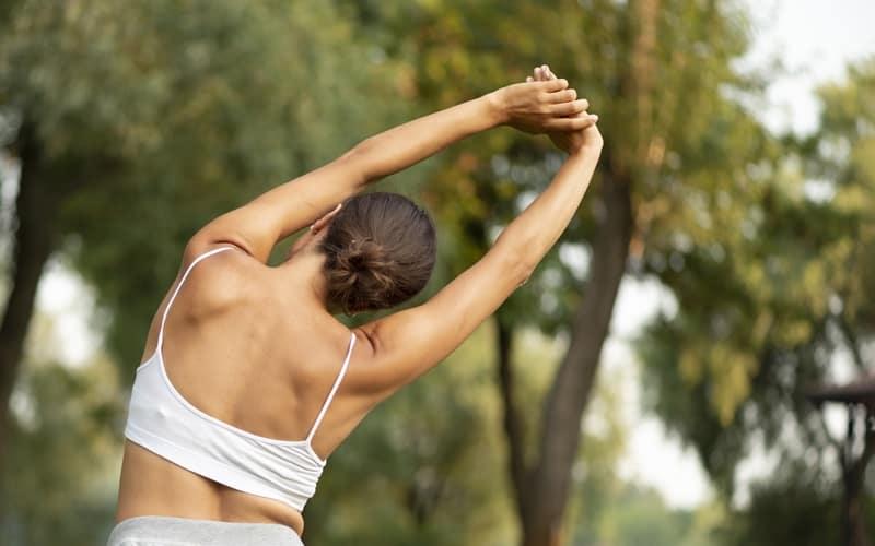 exercícios de alongamento para a coluna
